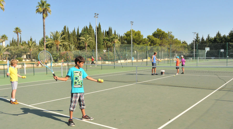 The tennis courts – Etoile d'Argens Ecolodge Camping-site